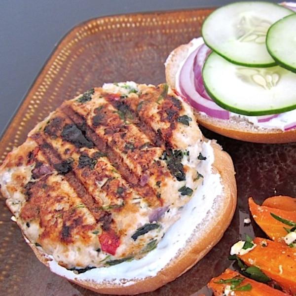 Cheap Healthy Meal: Greek Turkey Burgers